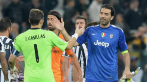 Gianluigi Buffon dan Iker Casillas